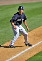 Pro Baseball Insider offers free pro tips for running bases and stealing